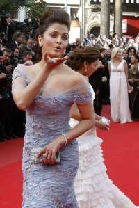Aishwarya Rai Sizzles at Robin Hood Premiere during Cannes 2010