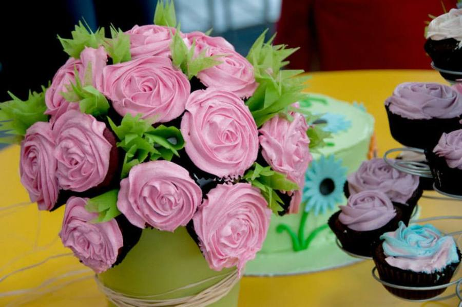 Win a Dozen Cup Cakes with Jivewithdeepti and SanBakes!!!