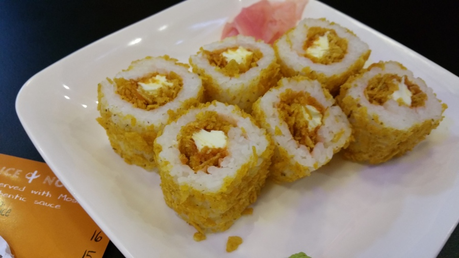 Moshi : Fusion of Sushi and Momos