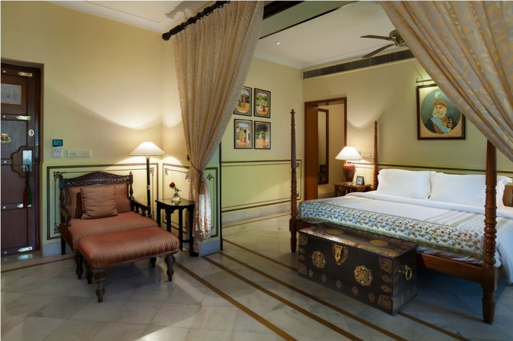 jal-mahal-palace-deluxe-suite