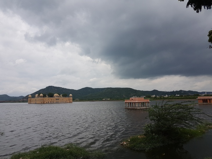 jal-mahal-tourist-view
